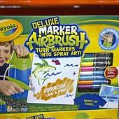 999675 Crayola Marker Airbrush 彩色噴槍組 噴槍+紙+造型模板+可水洗色筆+纖維色筆+視窗色筆 929 02.jpg
