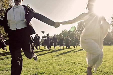 funky-bride-and-groom-vintage-chic-wedding-style-play-with-bridal-party-on-golf-course-of-wedding-venue
