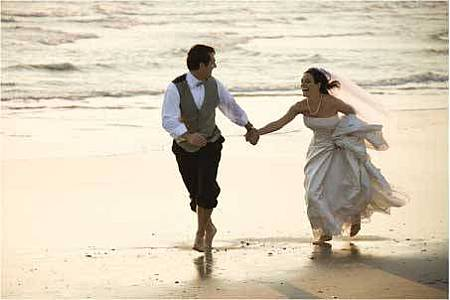 Wedding-Bride-&-Groom-Beach