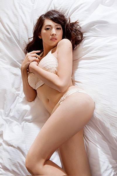 FHM12月封面女郎-阿喜2 [800x600].jpg