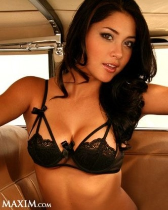 Arianny-Celeste-sexy-bra1.jpg