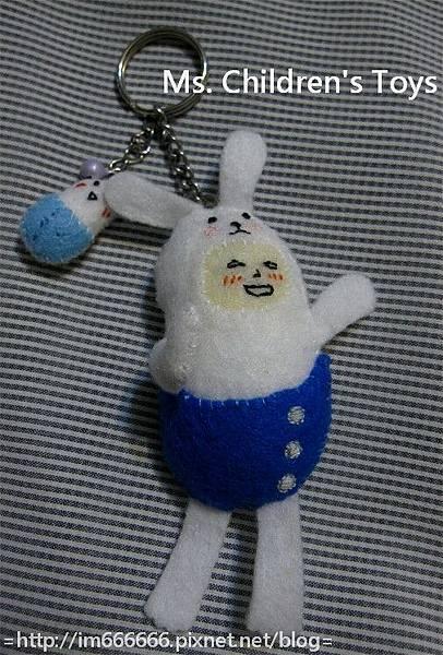 藍衣膠囊兔(鑰匙圈)