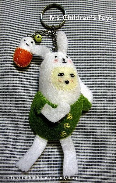 綠衣膠囊兔(鑰匙圈)
