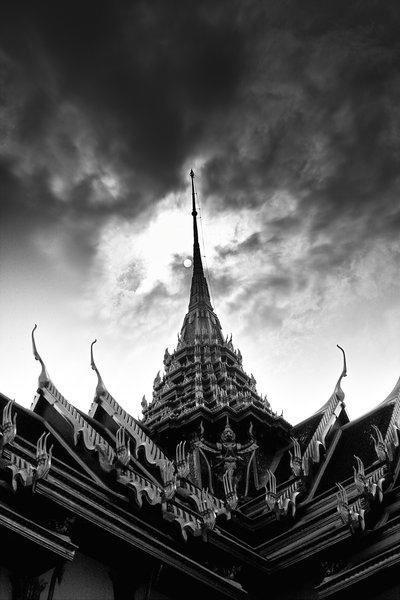 Mordor_in_Bangkok_by_lennyconil.jpg