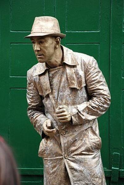 8757224-hastings-england--may-5-2009--a-street-artist-poses-as-a-human-statue-during-the-annual-jack-in-the-