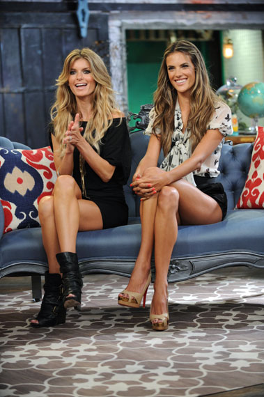 91067_MR97U77SMA_Alessandra_Ambrosio_2009-08-11_-_at_the_MTV_show_It1s_on_with_Alexa_Chung33045_0-3_123_234lo.jpg
