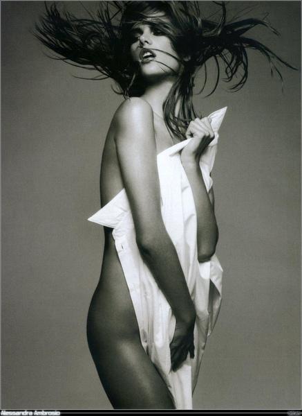 Alessandra Ambrosio Calendario Pirelli Sensual.jpg