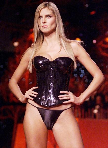 Miranda Kerr cameltoe @ Victoria Secret Fashion Show 2002_03.jpg