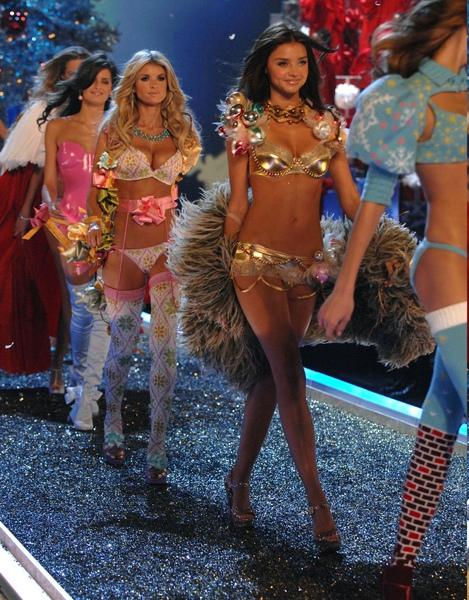 Gehorige_woning_wyk_Gein2_Amsterdam_01943_Miranda_Kerr_&_Marisa_Miller_lingerie.jpg