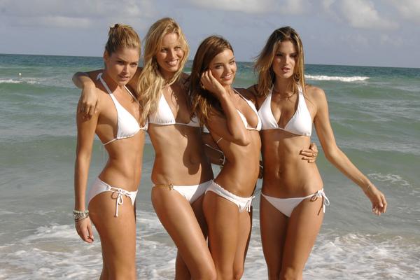 Gehorige_woning_wyk_Gein2_Amsterdam_09202_Doutzen_Kroes_&_Karolina_Kurkova_&_Miranda_Kerr_&_Alessandra_Ambrosio_white_bikini.jpg
