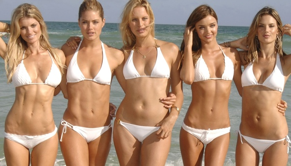 Gehorige_woning_wyk_Gein2_Amsterdam_09204_Marisa_Miller_&_Doutzen_Kroes_&_Karolina_Kurkova_&_Miranda_Kerr_&_Alessandra_Ambrosio_white_bikini(1).jpg