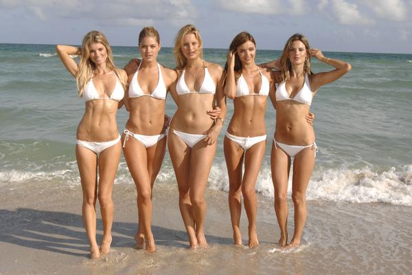 Gehorige_woning_wyk_Gein2_Amsterdam_09204_Marisa_Miller_&_Doutzen_Kroes_&_Karolina_Kurkova_&_Miranda_Kerr_&_Alessandra_Ambrosio_white_bikini.jpg