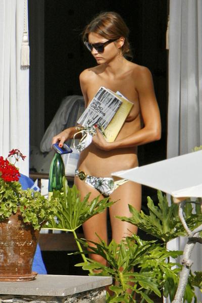 Miranda Kerr Topless 1.jpg