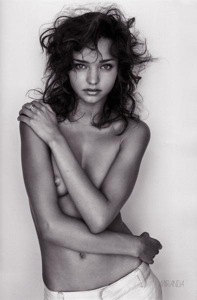 miranda-kerr-topless-black-and-white-01.jpg