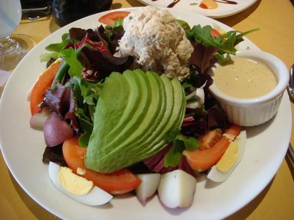 好大一盤生菜沙拉