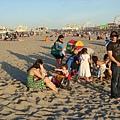 全家都來海邊玩