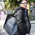 Jeff 幫我背一袋