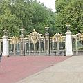 白金漢宮旁通往公園的門
