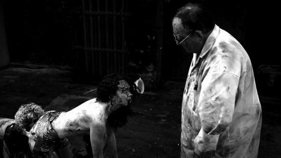 movietown影城 人形蜈蚣2劇照The Human Centipede II03.jpg