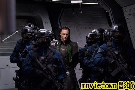 movietown影城《復仇者聯盟》全新8大角色海報+《復仇者聯盟》先行版電影預告片2(圖+新聞+影)10洛基 Loki-湯姆希德斯頓 Tom Hiddleston (複製).jpg