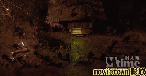 movietown影城《復仇者聯盟》全新8大角色海報+《復仇者聯盟》先行版電影預告片2(圖+新聞+影)13神盾組織成員包圍了綠巨人浩克的家 (複製).jpg