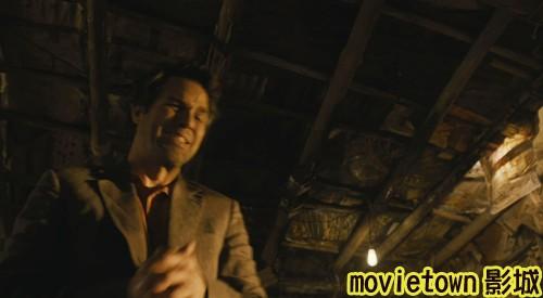 "movietown影城《復仇者聯盟》全新8大角色海報+《復仇者聯盟》先行版電影預告片2(圖+新聞+影)21""綠巨人""本尊馬克魯法洛在自己破敗不堪的居所裡首度出現 (複製).jpg"
