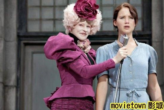 飢餓遊戲劇照│饥饿游戏剧照The Hunger Games1伊莉莎白班克斯 Elizabeth Banks◎珍妮佛勞倫斯 Jennifer Lawrence新+