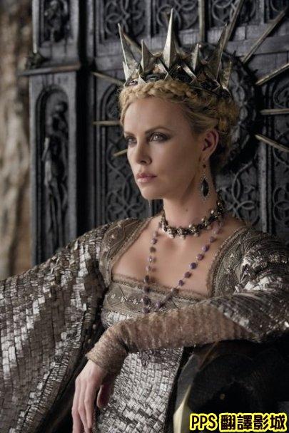 公主與狩獵者│白雪公主之魔幻復仇記劇照snow white and the huntsman3莎莉賽隆 Charlize Theron新
