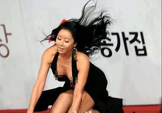圖+文+影)韓國豔星河娜京假摔一戰成名!河娜京紅毯仆街!河娜京 摔倒/河娜京 紅毯/韓國女星-河娜京2