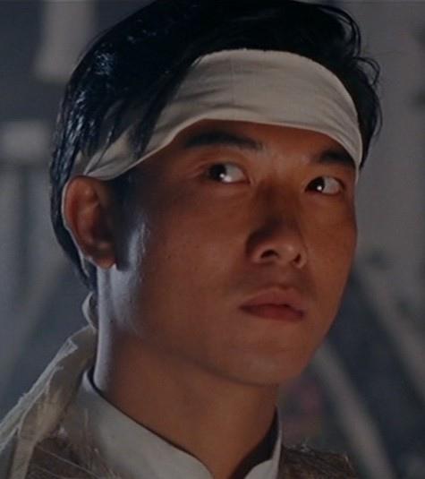錢小豪-精武英雄裡的霍廷恩,這片他演的很多,在風頭被李連杰壓過去後的那種反應很精彩