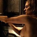 凱蒂薩克沃夫的香豔露點淋浴演出naked Katee Sackhoff nude shower sense (4)