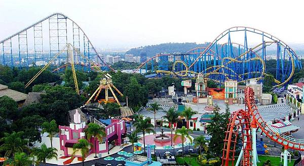"""Six Flags(▼▼美國最刺激的雲霄飛車樂園▼▼)"""