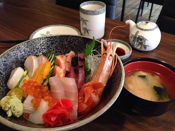 生魚片飯.jpg