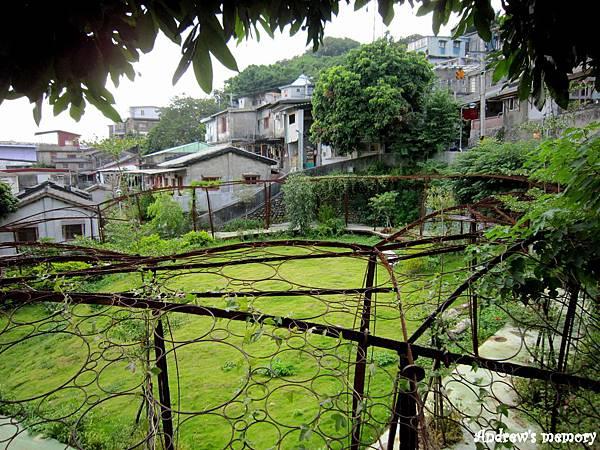 寶藏巖眷村旁一景