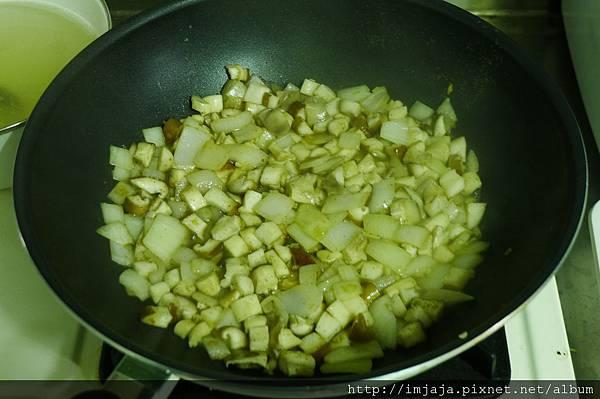南瓜燉飯-炒菇菇