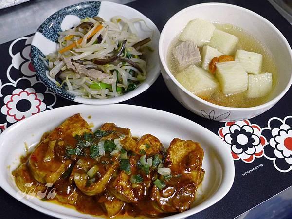 醬燒豆腐 山藥湯 豆芽菜炒木耳
