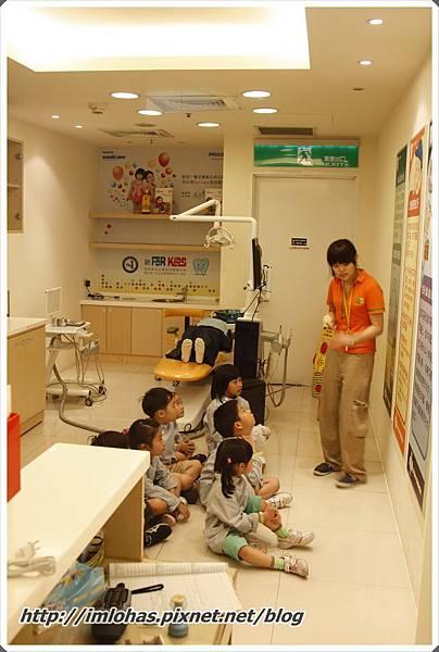 2011-05-28 北部二日遊(京華城BabyBoss、新竹南寮漁港)_068.JPG