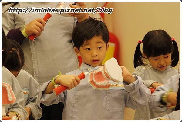 2011-05-28 北部二日遊(京華城BabyBoss、新竹南寮漁港)_073.JPG