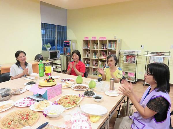 語言交流教室志工慶生會