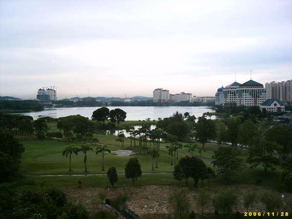 由飯店眺望湖景