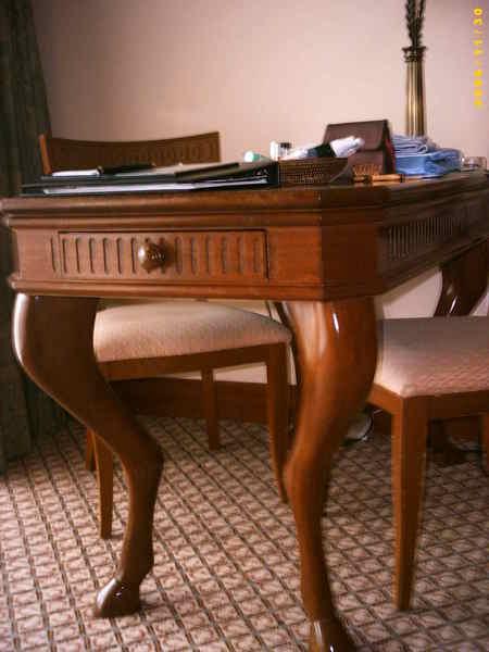書桌-注意桌腳