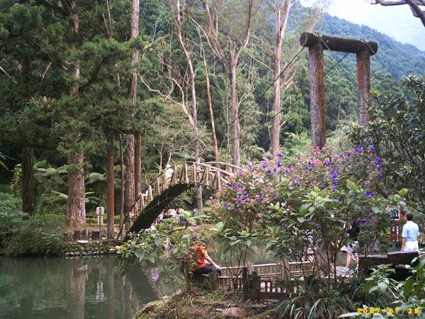 大學池與拱橋