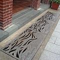 低頭見水溝-有設計的排水溝蓋