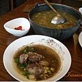 牛肉趴呼湯(小, 350),牛肉可以撈出來沾盤裏的配料來吃