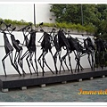 北美館外金屬雕塑