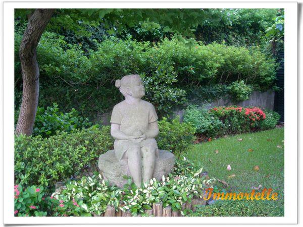 庭園內的石雕
