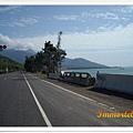 藍天映襯的濱海公路