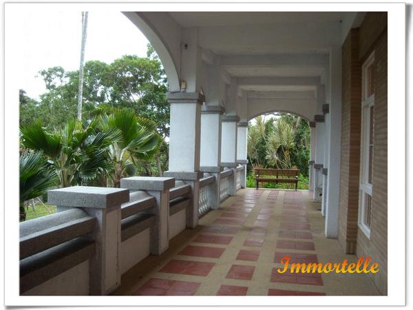 遊客中心舒適美麗的門廊