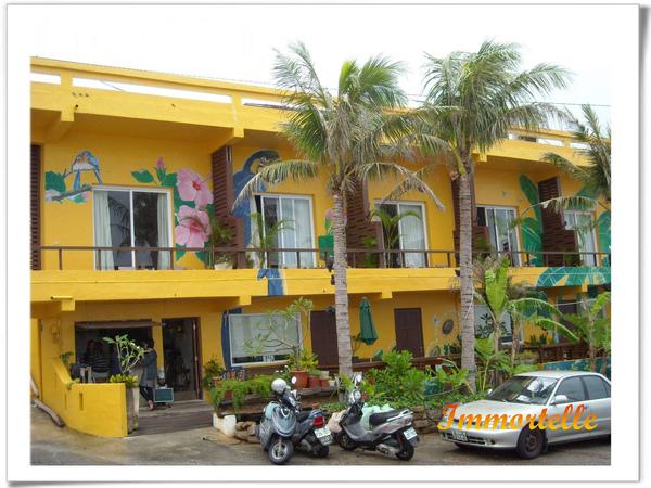 隔壁的香蕉灣民宿,有著熱情的外觀