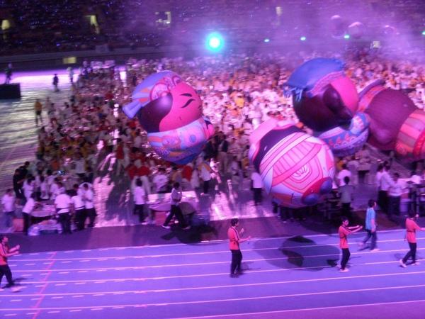 風吹起時大型氣球真的很難操作
